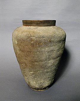 灰陶印文長壺
