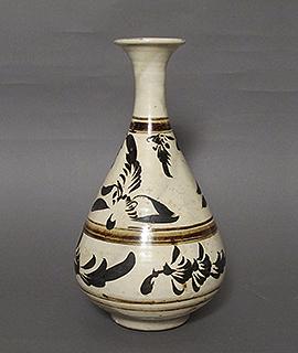 磁州窯花文瓶